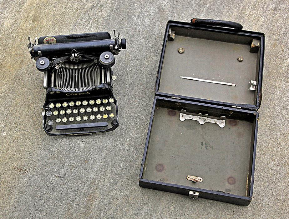 Vintage Portable Corona Typewriter with carry case
