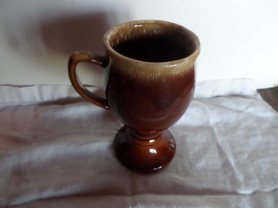 HULL POTTERY MUG 6'' BROWN DRIP