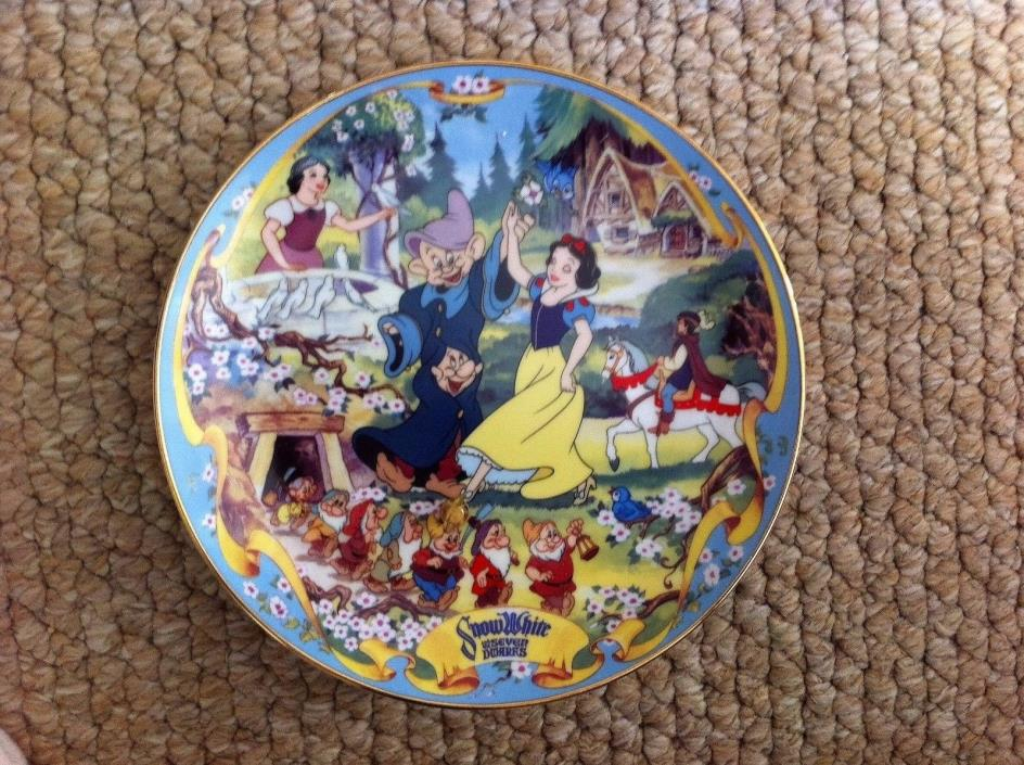 Disney Collector Plate Snow White The Fairest One of All