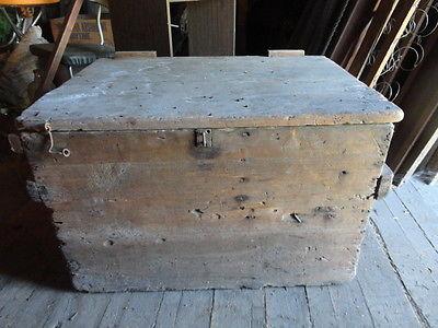 ANTIQUE PRIMITIVE HANDMADE WOODEN ICE COOLER BOX