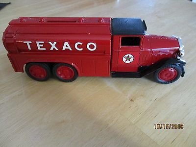 TEXACO ERTL tank truck bank collector's item - 1930 2 1/2 ton Diamond