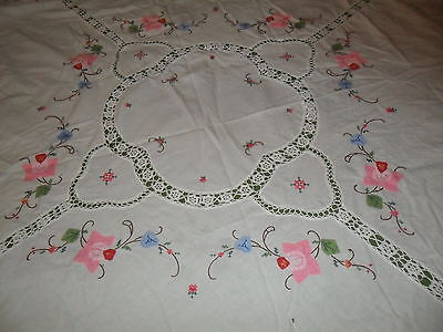 VINTAGE WHITE ROUND FLOWER APPLIQUE TABLECLOTH w EMBROIDERY -Shipping Reduced