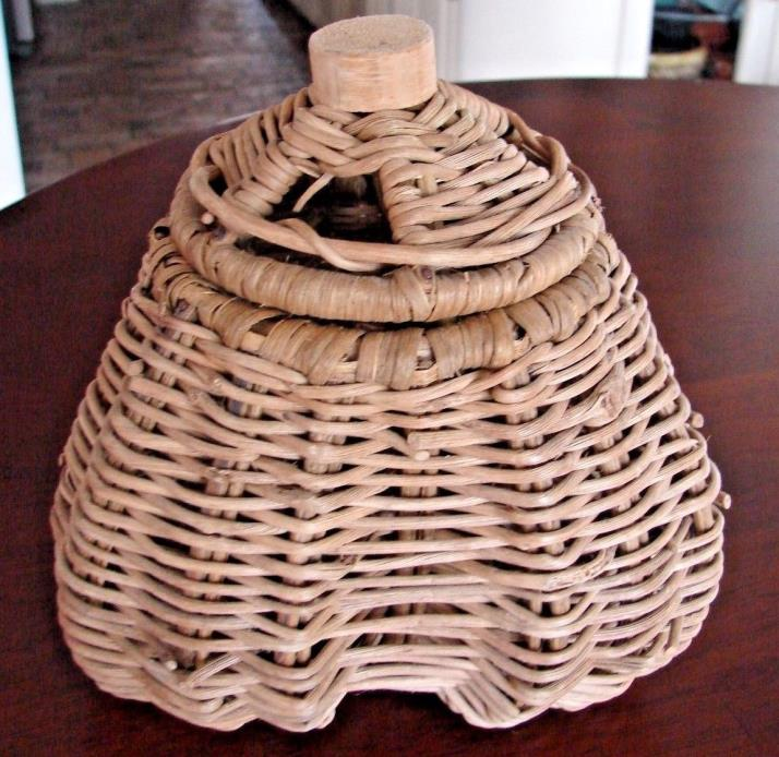 VINTAGE WOVEN WICKER GARLIC KEEPER LIDDED BASKET