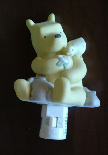 Classic Pooh: Plug-In Night Light - Winnie the Pooh with Duck and Flower