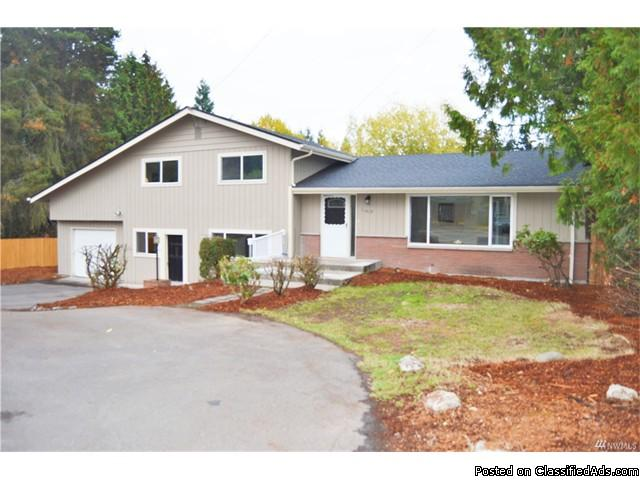 2000sqf fully remodeled home features hardwood floors throughout!