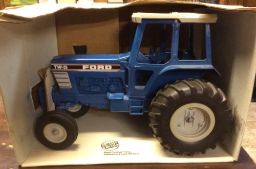 ERTL FORD TW-5 TRACTOR NEW IN BOX 1/12 SCALE ORIGINAL BOX AND SMOKE STACK