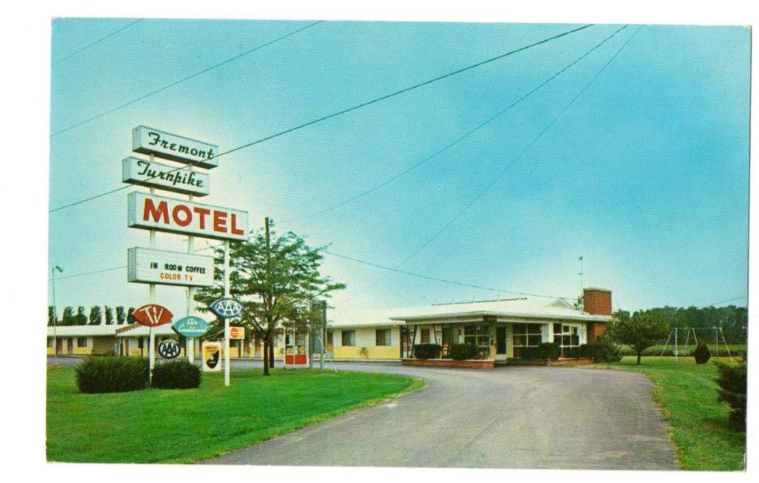 Fremont Turnpike Motel (w/Phone Booth), Fremont, OH Old Postcard