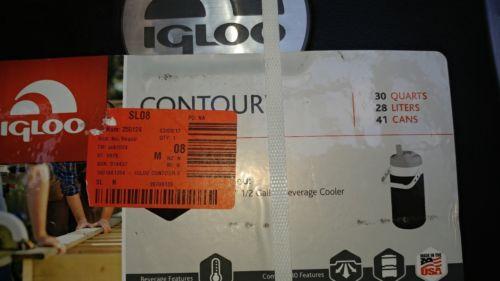 Igloo 30 Quart Contour Cooler w/ half gallon beverage container