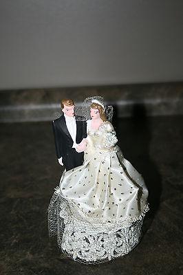 VINTAGE WEDDING CAKE TOPPER BRIDE AND GROOM CAKE DECORATION Plastic.