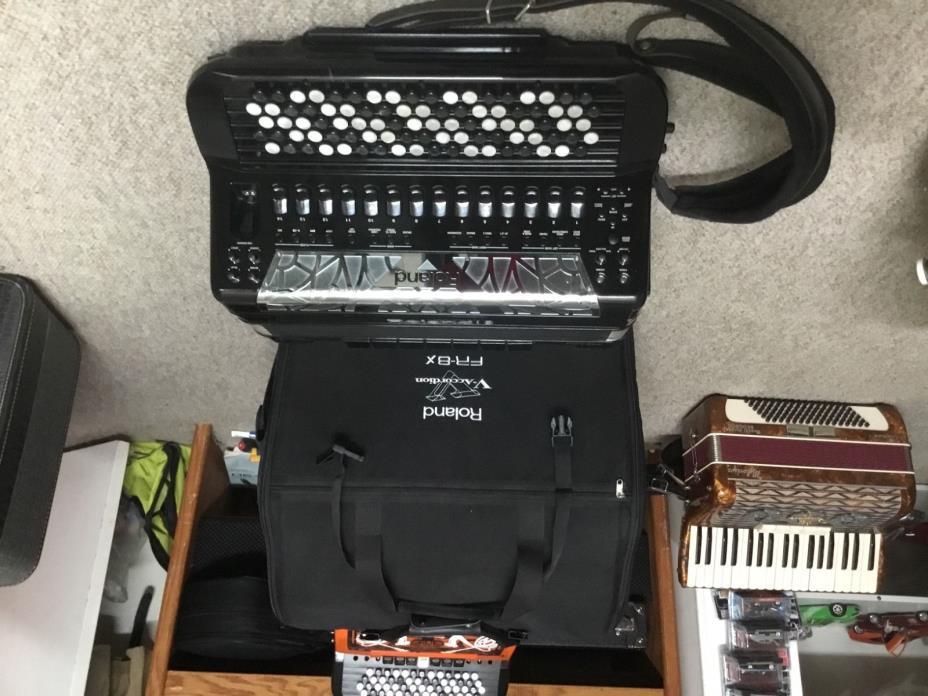 Roland accordion,  Fr8xb and gig bag dallappes alpine installed,