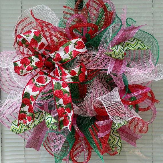 STRAWBERRY SPRING BOW DECO MESH WREATH