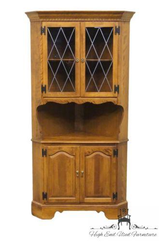 ETHAN ALLEN Heirloom Nutmeg Maple Corner Hutch / China Cabinet