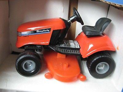 Toy Scale 1/16 Simplicity Lawn & Garden Tractor Lawnmower Regent Hydro 14