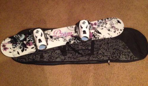 Prom Raven Pink Snowboard 149cm, Prom Bindings & Chapix Carrying Bag