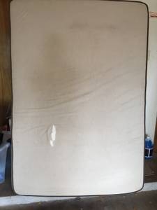 FREE Full Size Mattress Set!!