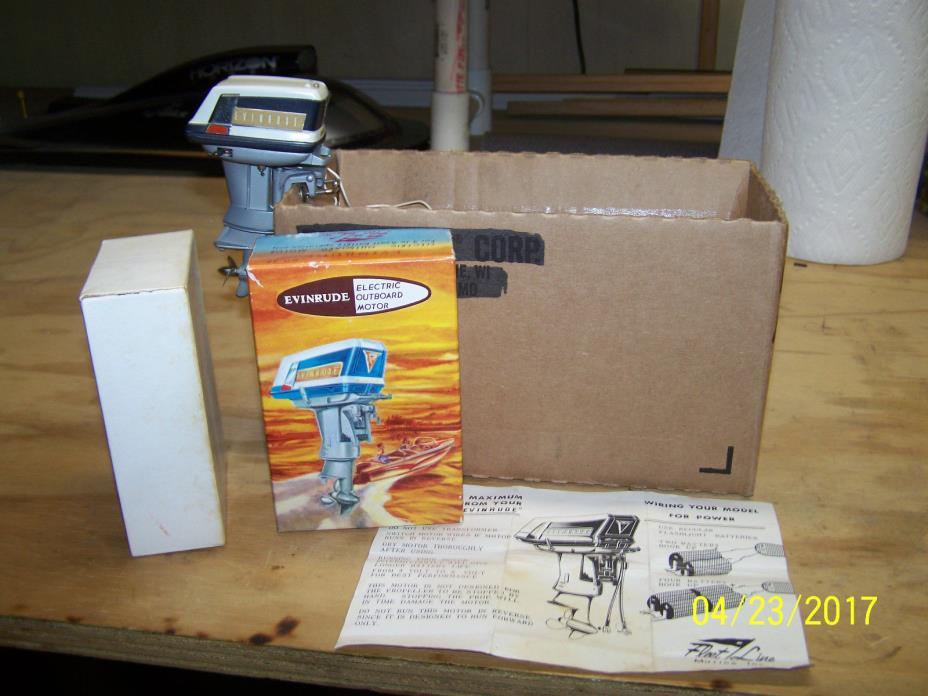 FLEET LINE 1959 EVINRUDE LARK 35 HP TOY OUTBOARD MOTOR / INSTRUCTIONS / BOX /