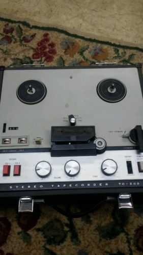 Sony TC-200 Stereo Tape recorder corder Reel to Reel Tape Recorder and speakers
