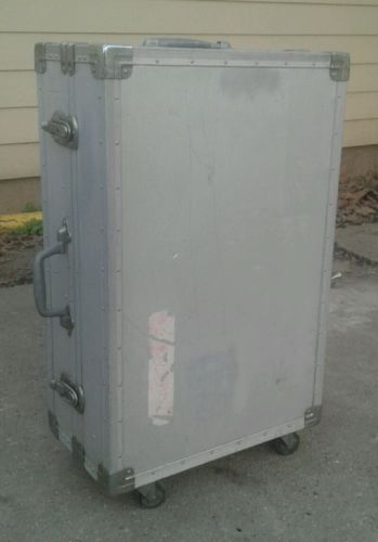 Stereo Equipment Metal  Case On Wheels 27