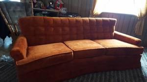 Free Orange Couch (Crivitz)