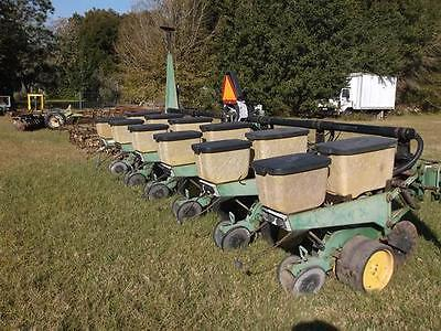1992 John Deere 7300 Planters
