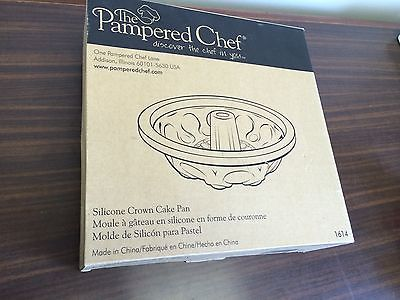 Nice New Pampered Chef  Silicone Crown Cake Pan  11 inch
