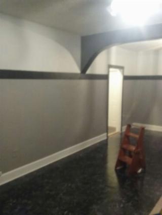 paint houses handyman services, eletric, plumbing.