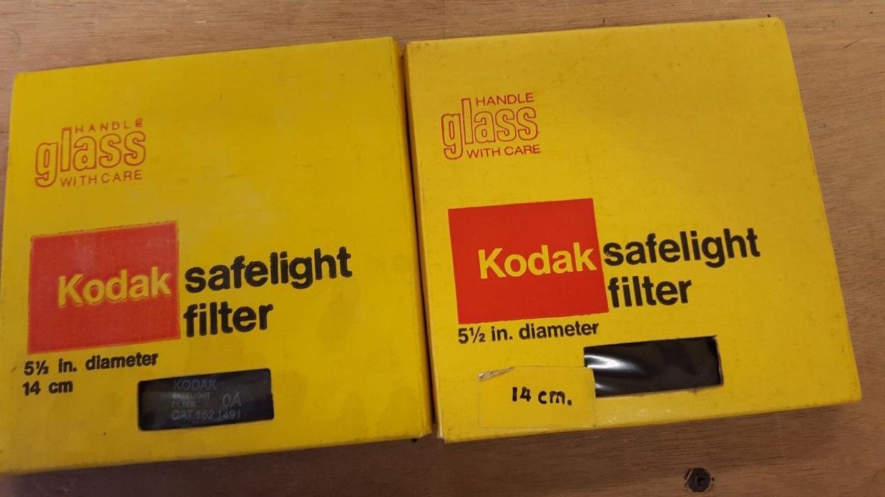 2 Kodak Safelight Filter  Cat 152 1525  5 1/2 in 14 cm diameter Round Glass New