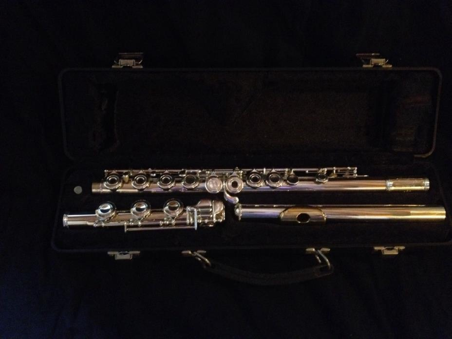 Armstrong Intermediate Flute 303B-OS solid sterling head with gold lip plate