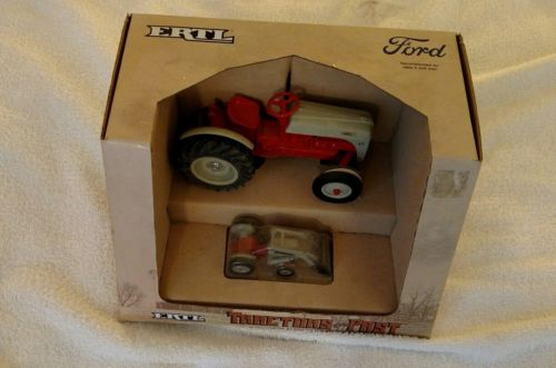 Ford 8N New in Box 1/16th & 1/43 scale - Tractors of the Past # 867
