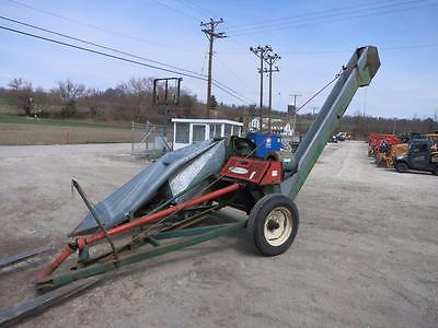 New Idea 323 Corn picker Pin Hitch, 540 PTO, 1 Row Corn Picker, 11' Transfer