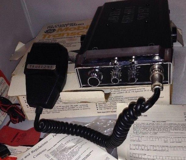 VINTAGE TRUETONE AUTO CB RADIO, 23 CHANNEL WITH MIC & POWER CORD 1976 6451824