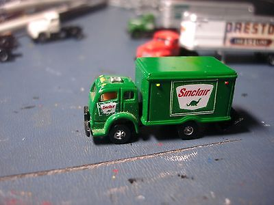 RARE N SCALE - SINCLAIR OIL CO. - CMW WHITE 3000 COE TRUCK / A 12 FOOT BOXVAN