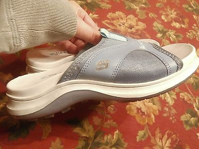 Women's size 3 blue Skecher slides  sandalds non slip bottom
