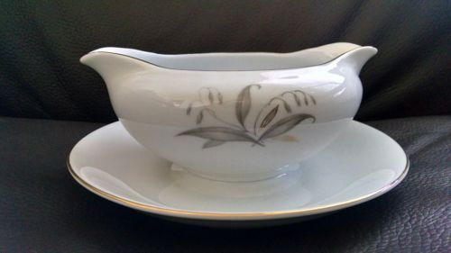 Kaysons Golden Rhapsody Gravy Boat with attached plate
