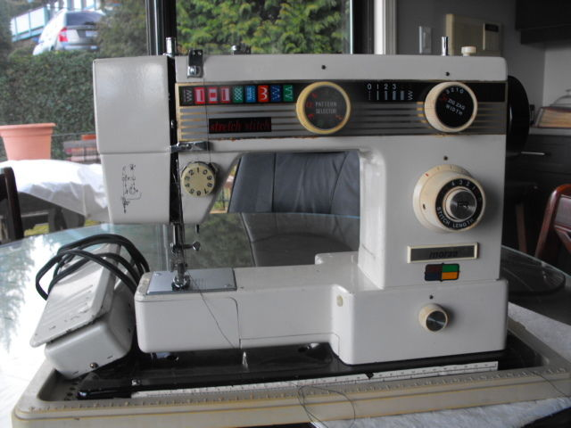 Morse stretch stitch F 400 sewing machine with carrry case in very good used con