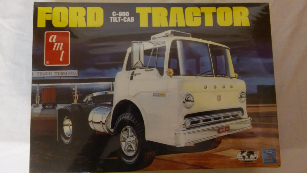 AMT FORD C-900 TILT CAB TRACTOR TRUCK 1/25 Sealed Inside