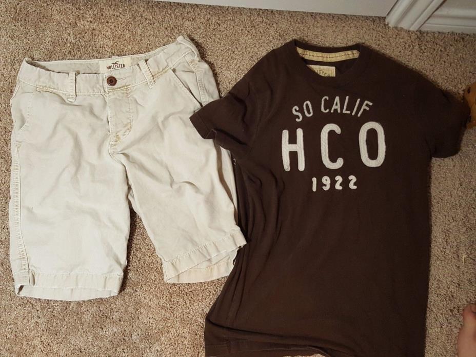 Hollister XS Graphic Logo Shirt and Khaki Shorts 28