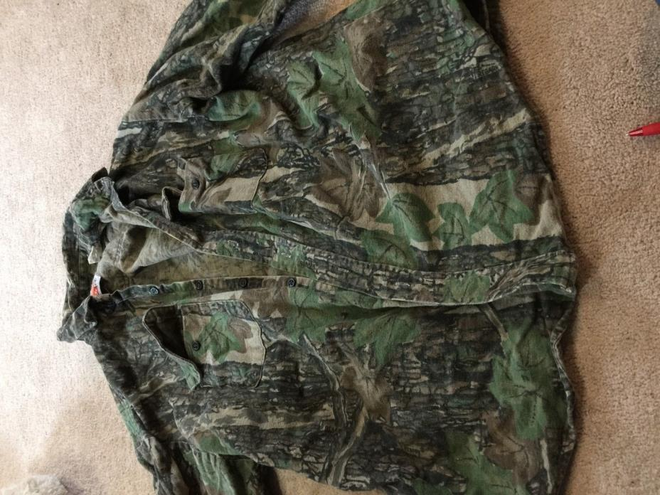 Cleaning out closet Camo hunting clothes lot 1 Realtree, mossy oak, advantage