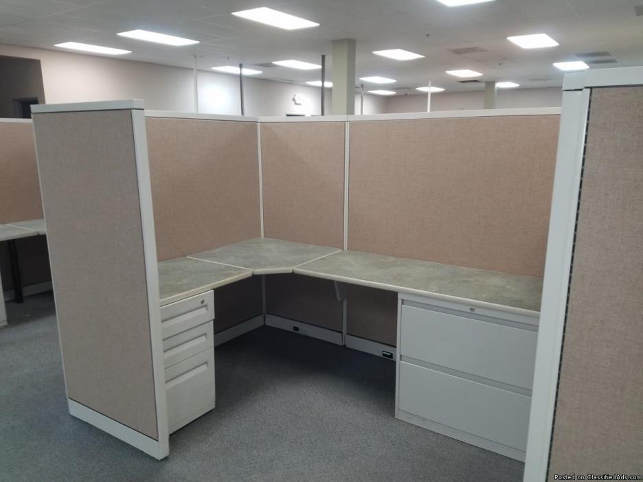 L-SHAPED CUBICLE/MODULAR STATION W/ TALL PANELS