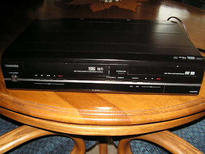 610 Toshiba VHS CD player WITH REMOTE AND CABLES