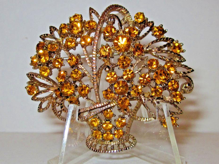 VINTAGE BROOCH/PIN BASKET OF FLOWERS WITH CITRINE/GOLD COLORED RHINESTONES, G/T