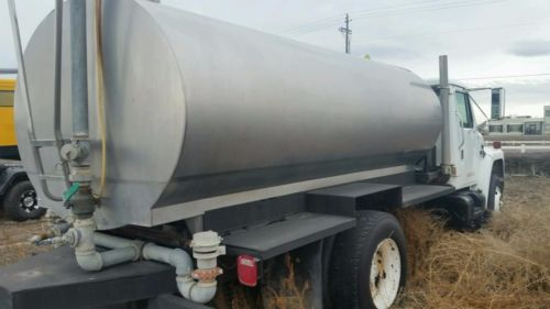 Potable Water Truck Stainless Steel Insulated, International, Rear & Side Sprays