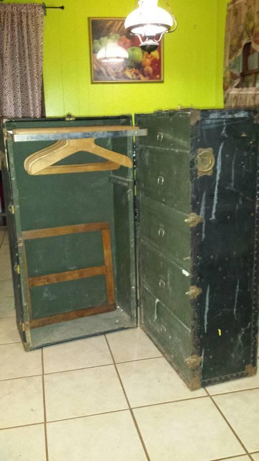 1 Antique Oshkosh Steamer Trunk Circa 1900-1920, 1 Antique Hartmann Trunke