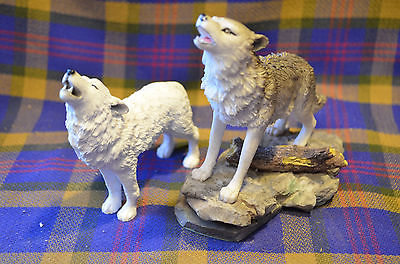 Pair Wolf Figures Statues White Wolf Cadona Endangered Species Collection 1999