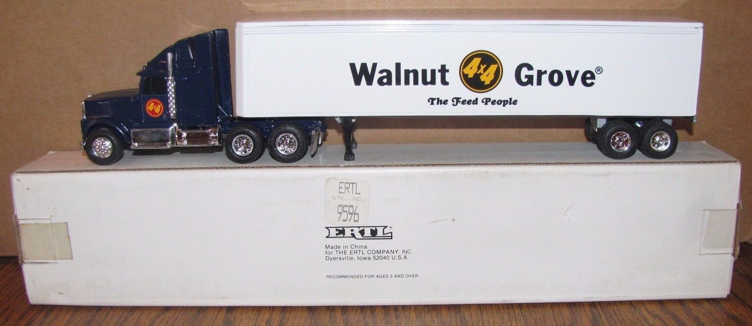 WALNUT GROVE MN FEED & SEED IH Semi Truck Trailer 1/64 Ertl Toy Advertising Farm