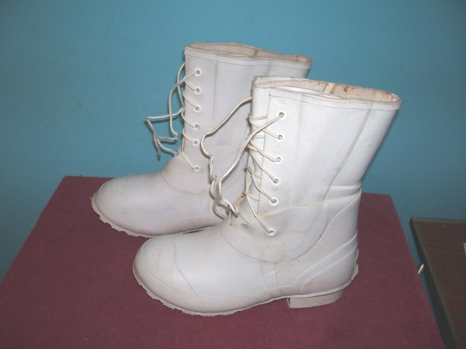 UNISSUED KOREA WAR ERA WHITE RUBBER COLD WEATHER INSULATED  BOOTS SIZE 8