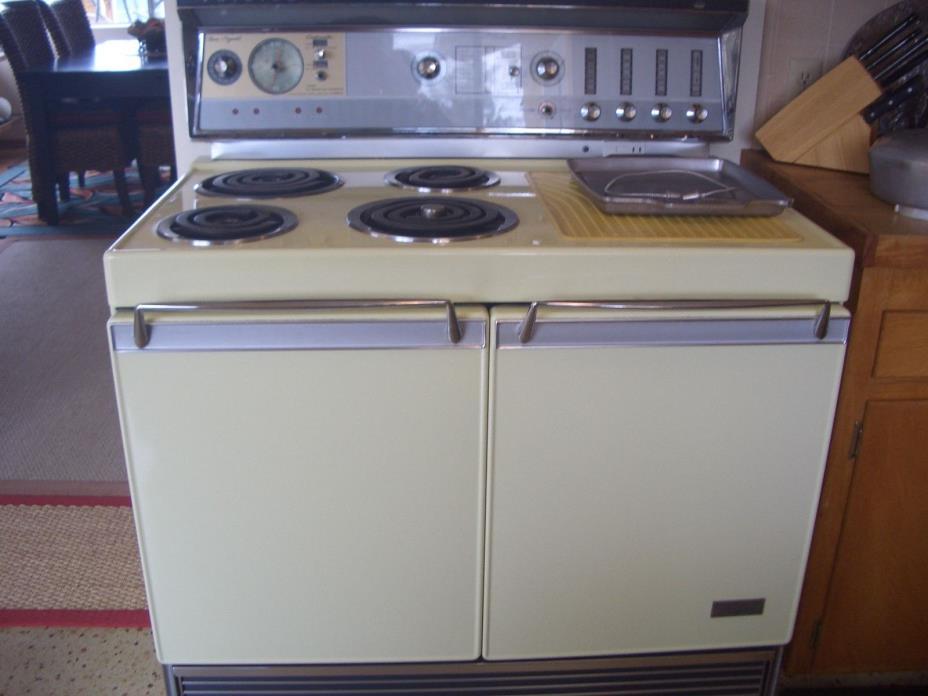 1958 Vintage Electric Frigidaire Freestanding Stove Range