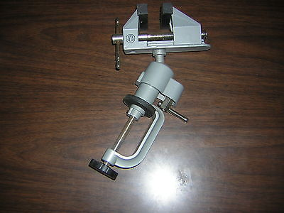 Bench Mounted Swivel Vise with 3