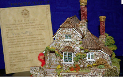 Lilliput Lane Cottages Houses, Vine Cottage, mint in ORIGINAL box, deed