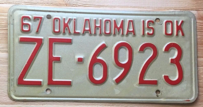 OKLAHOMA License Plate 1967   Collector  Antique  Classic   ZE-6923